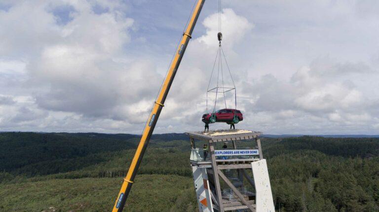 Ford Explorer Plug-in-Hybrid steht auf höchstem Kletterturm der Welt – als Siegprämie für schnellsten Gipfelstürmer